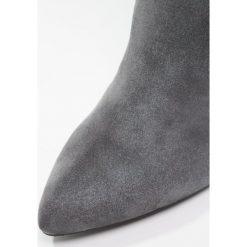 KIOMI Kozaki grey. Szare buty zimowe damskie KIOMI, z materiału. W wyprzedaży za 188,55 zł.