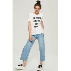 T-shirty damskie: Luźny t-shirt z nadrukiem - Biały