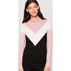 Sweter w bloki kolorów - Różowy. Czerwone swetry klasyczne damskie marki 100% Maille, s, ze splotem, z okrągłym kołnierzem. Za 69,99 zł.