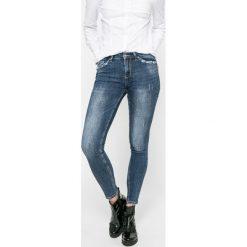 Answear - Jeansy. Niebieskie jeansy damskie marki ANSWEAR, z bawełny, z obniżonym stanem. W wyprzedaży za 129,90 zł.