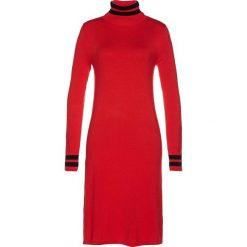 Sukienka dzianinowa bonprix truskawkowo-czarny w paski. Czerwone sukienki dzianinowe marki bonprix, w paski, z golfem. Za 89,99 zł.