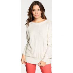 Swetry klasyczne damskie: Sweter w kolorze kremowym