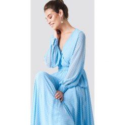 Trendyol Sukienka maxi z dekoltem V - Blue. Szare długie sukienki marki Trendyol, na co dzień, z elastanu, casualowe, dopasowane. Za 323,95 zł.
