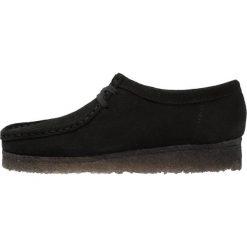 Clarks Originals WALLABEE Sznurowane obuwie sportowe black. Czarne buty sportowe damskie Clarks Originals, z materiału, na sznurówki. Za 629,00 zł.