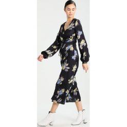 Gestuz Długa sukienka black. Czarne długie sukienki marki Gestuz, z materiału, z długim rękawem. W wyprzedaży za 655,85 zł.