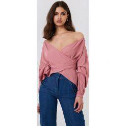 Koszule body: NA-KD Koszula odsłaniająca ramiona - Pink