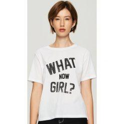 T-shirt z nadrukiem - Biały. Białe t-shirty damskie marki Sinsay, l, z nadrukiem. Za 24,99 zł.