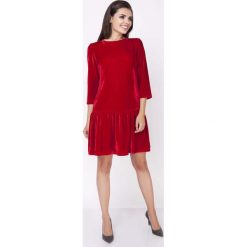Odzież damska: Czerwona Wyjściowa Sukienka z Obniżonym Stanem Wykończona Falbanką