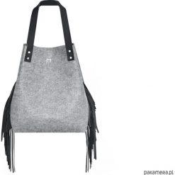 Torba filcowa z fredzlami. Czarne torebki klasyczne damskie Pakamera, z frędzlami. Za 185,00 zł.