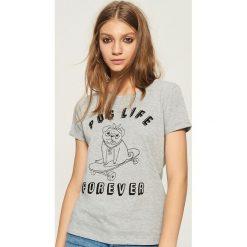 T-shirt Pug Life Forever - Jasny szar. Szare t-shirty damskie Sinsay, l. W wyprzedaży za 9,99 zł.