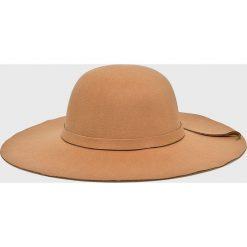 Answear - Kapelusz Falling In Autumn. Brązowe kapelusze damskie ANSWEAR, z materiału. W wyprzedaży za 39,90 zł.