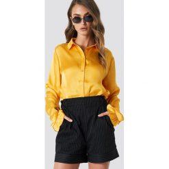 NA-KD Satynowa koszula - Yellow. Zielone koszule damskie marki Emilie Briting x NA-KD, l. Za 121,95 zł.