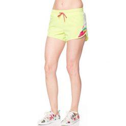Szorty w kolorze jaskrawożółtym. Żółte spodenki sportowe męskie marki Desigual Sport. W wyprzedaży za 121,95 zł.