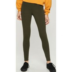 Dzianinowe legginsy z napisem - Khaki. Brązowe legginsy we wzory Sinsay, l, z dzianiny. Za 29,99 zł.