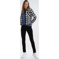 Craghoppers NOSILIFE ERIN Bluzka z długim rękawem soft denim. Niebieskie bluzki longsleeves Craghoppers, z bawełny, sportowe. Za 249,00 zł.