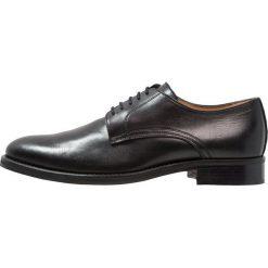 Florsheim RUSSELL Eleganckie buty black. Czarne buty wizytowe męskie Florsheim, z materiału, na sznurówki. Za 749,00 zł.