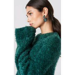 NA-KD Puchaty sweter z szerokim rękawem - Green. Zielone swetry klasyczne damskie NA-KD, z materiału, z okrągłym kołnierzem. Za 141,95 zł.
