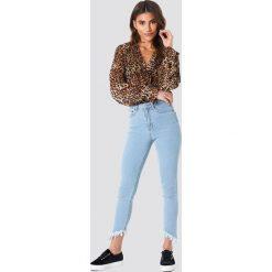 Spodnie damskie: NA-KD Trend Jeansy ze skośnym brzegiem - Blue