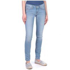 Mustang Jeansy Damskie Gina 28/32 Niebieski. Niebieskie jeansy damskie marki Mustang, z aplikacjami, z bawełny. W wyprzedaży za 190,00 zł.