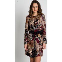 Sukienki balowe: Wzorzysta sukienka z paskiem BIALCON