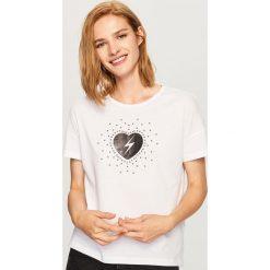 T-shirt we wzory - Biały. Białe t-shirty damskie marki Adidas, m. Za 29,99 zł.