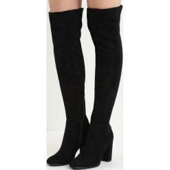 Czarne Kozaki I Don't Care. Czarne buty zimowe damskie Born2be, z okrągłym noskiem, za kolano, na wysokim obcasie, na obcasie. Za 84,99 zł.