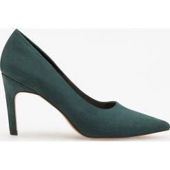 Czółenka na wysokim obcasie - Khaki. Brązowe buty ślubne damskie Reserved, na wysokim obcasie. Za 139,99 zł.