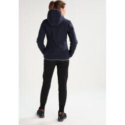 CMP ZIP HOOD Kurtka Softshell black blue. Czerwone kurtki damskie softshell marki CMP, z materiału. W wyprzedaży za 351,75 zł.