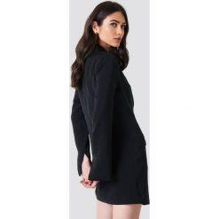 NA-KD Classic Asymetryczna sukienka o kroju marynarki - Black. Czarne sukienki na komunię marki NA-KD Classic, z poliesteru. Za 242,95 zł.