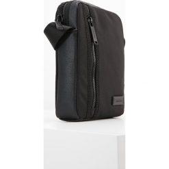 Calvin Klein ADAM Torba na ramię black. Czarne torby na ramię męskie marki Calvin Klein. W wyprzedaży za 223,20 zł.