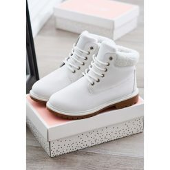 Białe Traperki Roxanne. Białe buty zimowe damskie vices. Za 79,99 zł.