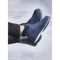 Niebieskie Traperki Trowth. Niebieskie buty zimowe damskie Born2be, prążkowane, za kostkę, na obcasie. Za 79,99 zł.