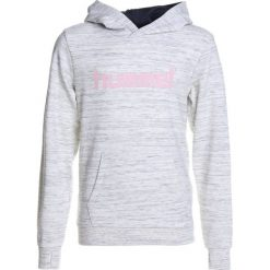 Hummel HOODIE Bluza z kapturem whisper white melange. Szare bluzy dziewczęce rozpinane marki Hummel, z bawełny, z kapturem. W wyprzedaży za 126,75 zł.