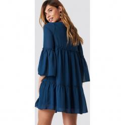 NA-KD Boho Szyfonowa sukienka mini - Blue. Niebieskie sukienki boho marki NA-KD Boho, na imprezę, w koronkowe wzory, z koronki, na ramiączkach, mini. Za 121,95 zł.