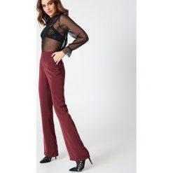 Spodnie z wysokim stanem: Hannalicious x NA-KD Spodnie garniturowe bootcut – Red