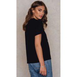 T-shirty damskie: Vanessa Moe x NA-KD T-shirt Painkiller – Black