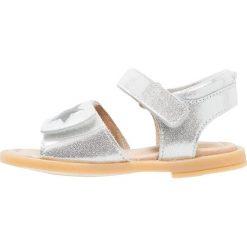 Bellybutton Sandały argento. Szare sandały chłopięce bellybutton, z materiału, z otwartym noskiem. W wyprzedaży za 194,35 zł.