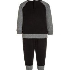 Jordan FRANCHISE CREW SET Bluza black. Czarne bejsbolówki męskie Jordan, z bawełny. Za 149,00 zł.