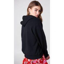 NA-KD Bluza z kapturem i logo NA-KD - Black. Szare bluzy z kapturem damskie marki NA-KD, z bawełny, z podwyższonym stanem. Za 161,95 zł.