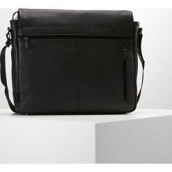 Jost Torba na ramię black. Czarne torby na ramię męskie Jost, na ramię, małe. Za 959,00 zł.