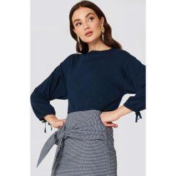 MANGO Sweter z bufiastym rękawem - Navy. Niebieskie swetry klasyczne damskie marki Mango. W wyprzedaży za 59,37 zł.