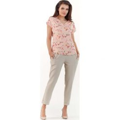Różowa Kobieca Bluzka z Kwiatowym Wzorem z Dekoltem V. Czerwone bluzki z odkrytymi ramionami Molly.pl, l, w kwiaty, z jeansu, z krótkim rękawem. Za 89,90 zł.