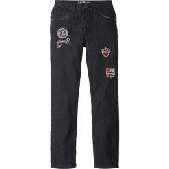 Dżinsy Slim Fit z naszywkami bonprix czarny denim. Niebieskie jeansy chłopięce marki House. Za 49,99 zł.
