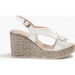 Sandały Białe Feliciana. Fioletowe sandały damskie marki Badura. Za 151,99 zł.