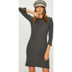 Answear - Sukienka. Szare sukienki dzianinowe marki ANSWEAR, na co dzień, l, casualowe, z okrągłym kołnierzem, mini, proste. Za 99,90 zł.