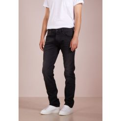 True Religion ROCCO Jeansy Slim Fit black. Czarne jeansy męskie relaxed fit True Religion. Za 929,00 zł.
