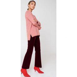 Swetry klasyczne damskie: Trendyol Sweter z wycięciem na plecach - Pink