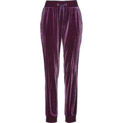 Spodnie dresowe aksamitne bonprix czarny bez. Fioletowe spodnie sportowe damskie marki bonprix, z dresówki. Za 89,99 zł.