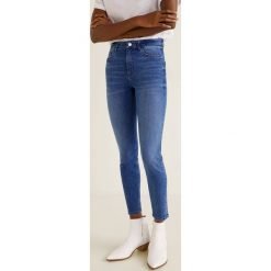 Mango - Jeansy Noa. Niebieskie jeansy damskie Mango, z bawełny, z podwyższonym stanem. Za 119,90 zł.