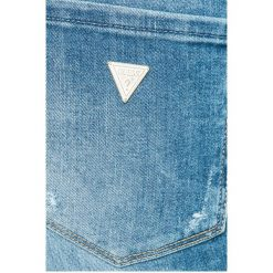 Guess Jeans - Jeansy. Szare jeansy damskie rurki marki Guess Jeans, na co dzień, l, z aplikacjami, z bawełny, casualowe, z okrągłym kołnierzem, mini, dopasowane. W wyprzedaży za 269,90 zł.